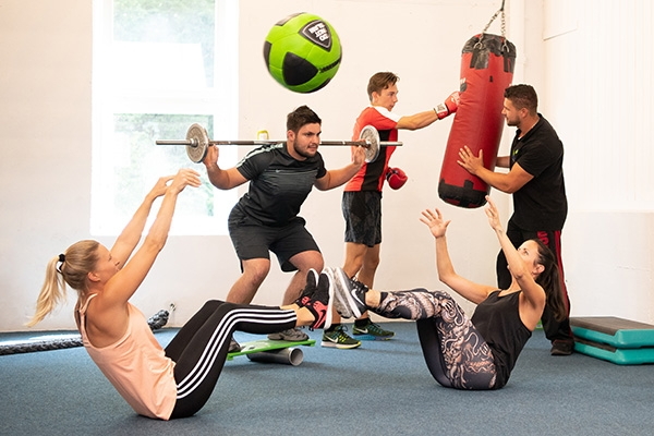 fitness_connection_pt_gruppenbasiertes_personal_training_600x400px_rgb
